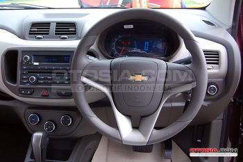 all_new_chevrolet_spin_3-20130220-005-otosia
