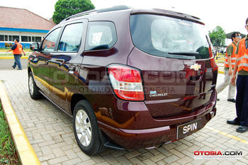 all_new_chevrolet_spin_4-20130220-003-otosia